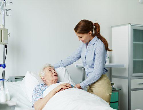 """Hospitales de Madrid rechazaron a pacientes de residencias por su edad: """"A los mayores de 75 años no nos los cogen"""""""